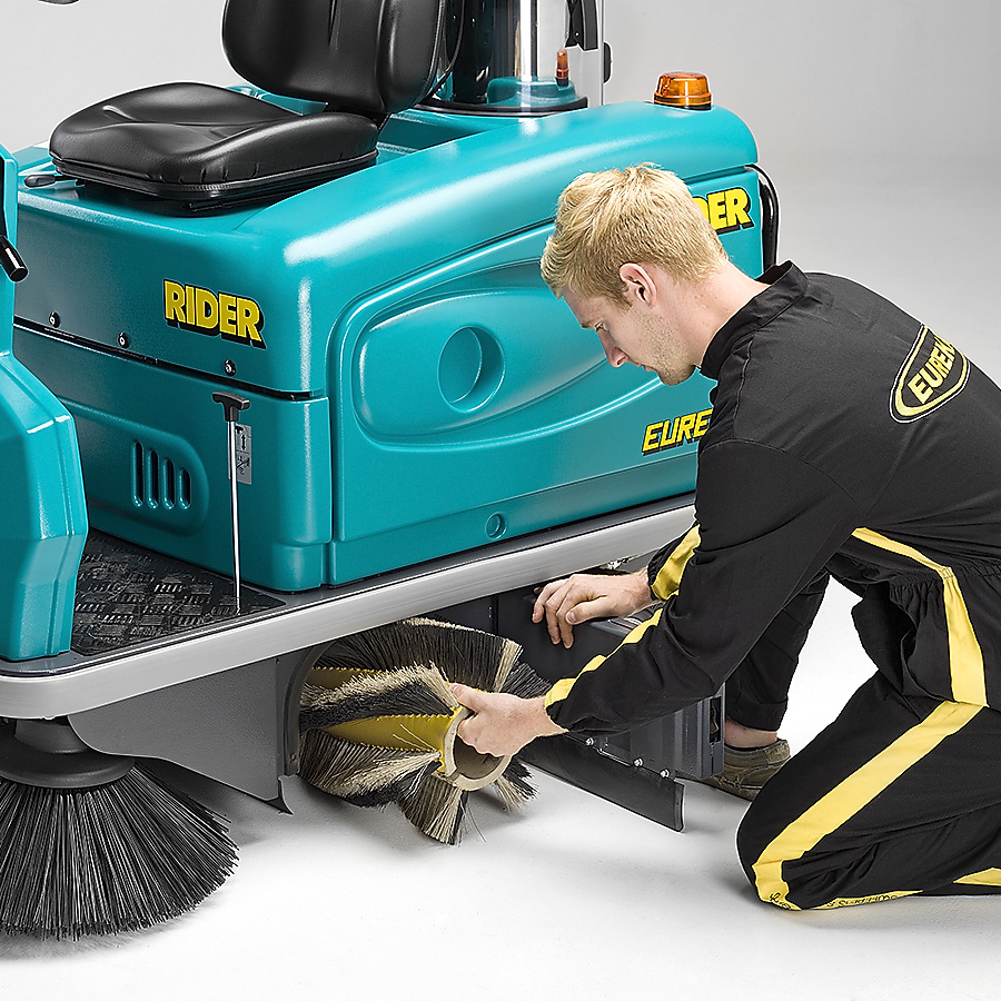 MAIN BRUSH THE RIDER 1201 RIDE-ON SWEEPER