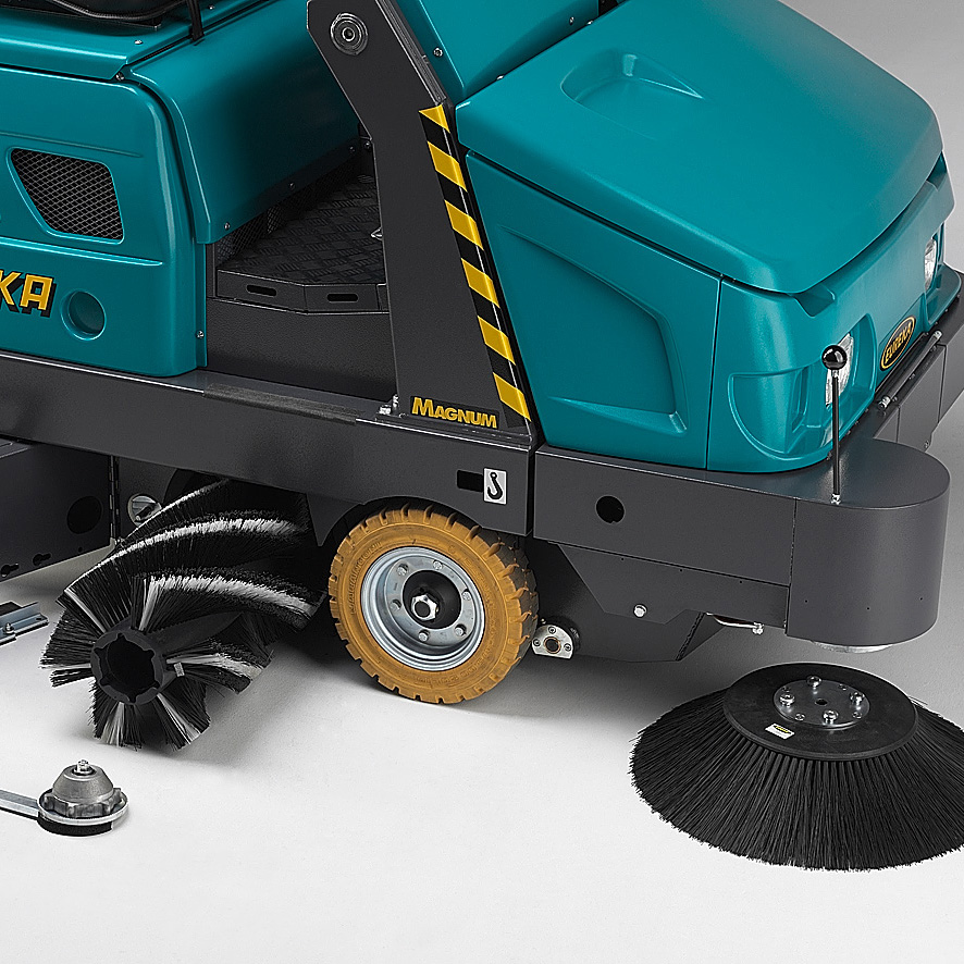 EASY CHANGE MAIN BRUSH MAGNUM RIDE-ON SWEEPER