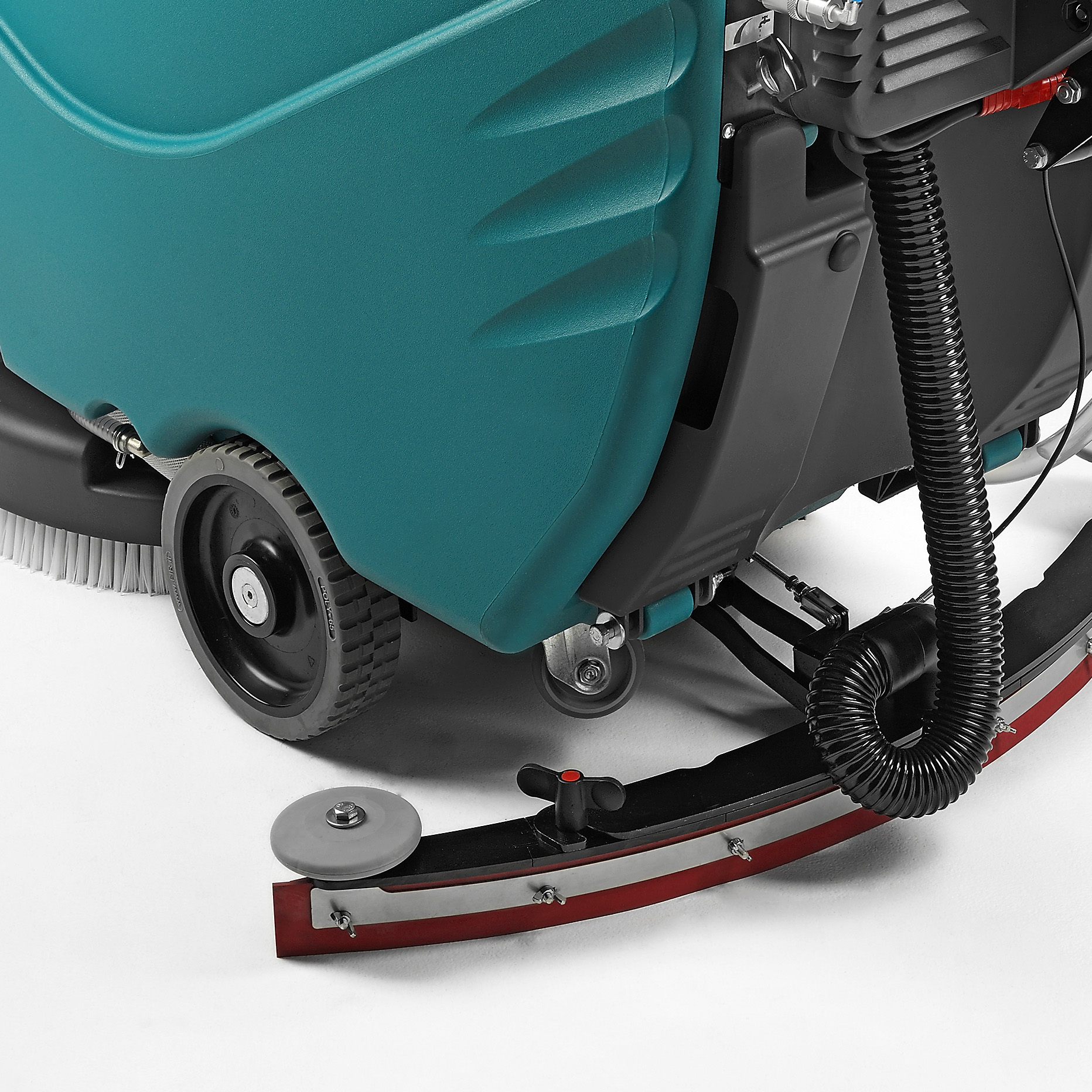 HIGH PERFORMANCE SQUEEGEE & LARGE WHEELS