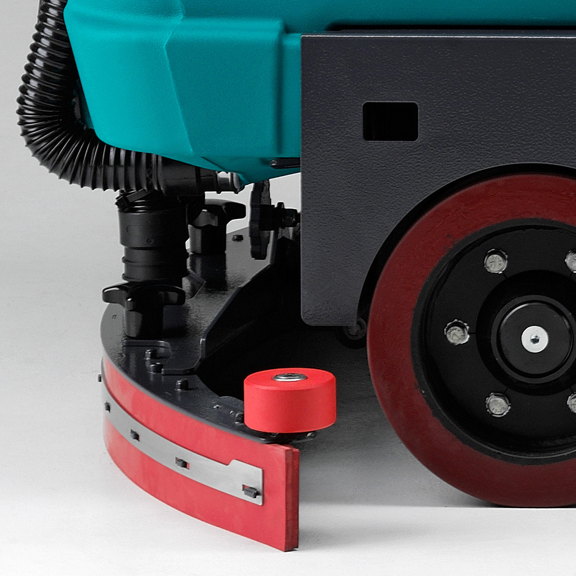 TOOL-FREE ADJUSTABLE SQUEEGEE E110 RIDE-ON SCRUBBER-DRYER