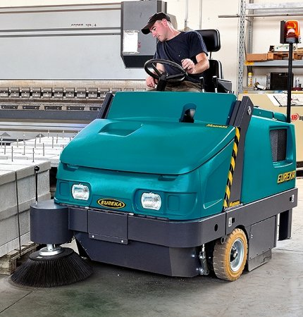MAGNUM HD NOTHING BUT HEAVY DUTY MAGNUM RIDE-ON SWEEPER