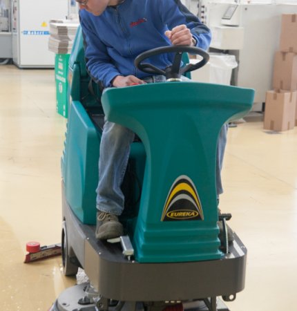 AN INNOVATIVE RIDE-ON SCRUBBER DRYER